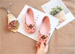 черные бобы Скидка 2018 осень новая детская обувь девушки фасоль обувь маленькие пчелы принцесса стиль белый черный розовый размер 26-35