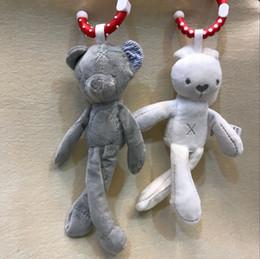 Cochecitos de muñecas online-Bebé lindo cuna cochecito de juguete del oso de peluche de peluche de juguete infantil muñeca móvil cochecito niño animal anillo colgante bebé dormir juguete regalo