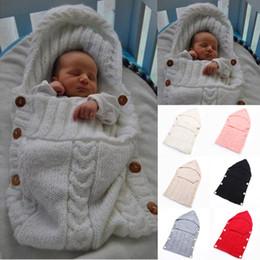 Manta de bebé hecha a mano online-Bebé recién nacido Manta Hecha a mano Bebés bebés Saco de dormir Traje de punto Crochet Bebé de punto Saco de dormir Sacos de dormir Botón 7Colores