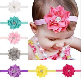 2019 flores de perlas cosidas 13 colores de las vendas de los bebés de Lotus Flower Rhinestone infantil Accesorios para el cabello de los niños Headwear Hairbands linda preciosa princesa Headwear KHA18 5
