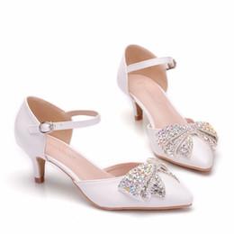 3a3ebdec5d Tacones altos bombas zapatos de mujer en punta del arco de cristal zapatos  de boda de cuero de la PU de lujo Rhinestone zapatos de mujer zapatos Mujer  ...