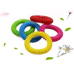 Bagues à ressort en plastique en Ligne-L'anneau en plastique anti-moustique de printemps pour les enfants