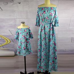 6ba61463408b6 Mère Fille Robes Vintage Floral Dress Imprimer Demi Manches Famille  Correspondant Tenues Maman et Moi Robe cheville longueur Mini Me