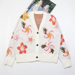 2acf037ffeb5 2018 v-cuello dulce flor instituto de jacquard viento que restaura maneras  antiguas breve párrafo suéter cardigan abrigo corto abrigo de flores dulce  ...