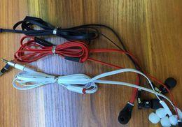 Excursão auscultadores on-line-Venda quente de viagem fones de ouvido in-ear 3.5mm microfone fone de ouvido estéreo de graves fone de ouvido fones de ouvido flat cable para mp3 celular para iphone