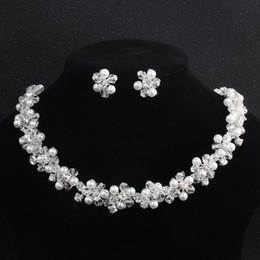 Canada La main de beauté Ivoire blanc perles collier et boucles d'oreilles définit strass bijoux de mariée ensemble pour la mariée mariage robe accessoires JCE027 cheap ivory pearl earrings wedding Offre