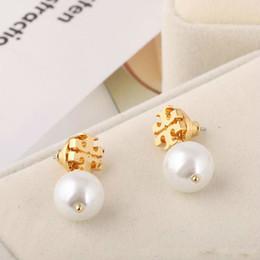 Perle femminili online-New Top Brass Materiale Brand Name Perla Perle 1.1cm Stud orecchino Regalo gioielli delle donne Colore bianco / grigio Spedizione gratuita PS6634 Ear Rings