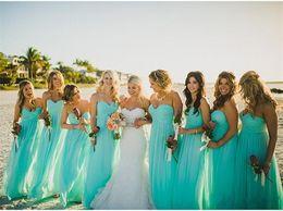 Vestidos de damas de honor turquesas para boda de verano. online-Vestidos de dama de honor turquesa de gasa de playa más el tamaño del piso de la boda vestido de fiesta de invitados para el vestido de noche formal de verano