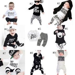 2019 impressão de leopardo bebê roupas meninos INS meninos Meninos carta roupas crianças imprimir top + Listrado Leopardo urso calças 2 pçs / set 2018 Outono Boutique crianças Conjuntos de Roupas 9 estilos C4254 impressão de leopardo bebê roupas meninos barato