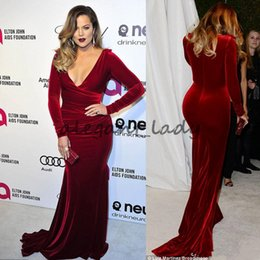 Kardashian vestidos de tapete vermelho on-line-Oscar Khloe Kardashian Vinho De Veludo Vermelho Plus Size Formal Vestidos de Noite 2018 Mergulhando Decote Bainha Celebridade Vestidos de baile Vestido de Tapete Vermelho