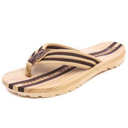 Deutschland Neue Ankunft Holzmaserung Design frauen Und männer Sommer Rutschfeste Sandalen Outdoor Indoor Flip-Flops Strand Dusche Hausschuhe Schuhe cheap wood sandals shoes Versorgung