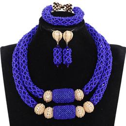 2019 abalorios de boda nigerianos azul real Encantos 2 capas Royal Blue Wedding Nigerian Crystal Beads conjunto de joyas Collar de declaración africano nupcial conjunto WE164 rebajas abalorios de boda nigerianos azul real