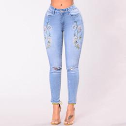 Голубые джинсы дамы в сексе