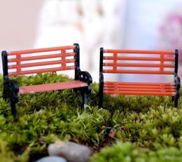 Fate da giardino in miniatura online-Artigianato 50pcs Mini Modern Park Panchine Miniature Fairy Garden Miniature Accessori Giocattoli per la casa delle bambole Cortile Decorazione