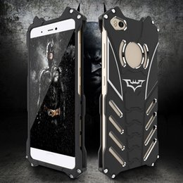 housse de l'iphone batman Promotion 360 Protection Mat Batman Métal Stent Shell Aviation En Aluminium Couverture de Téléphone Évider Tampon Givré Case pour iPhone Samsung Huawei Xiaomi