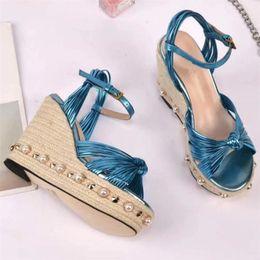 Più nuovo 2018 Boemia donne sandali con zeppa piattaforma di cuoio genuino scarpe  casual estate cinturino alla caviglia perla scarpe in rilievo S822 sconti  ... c9640b1d8b0