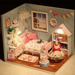 Miniatura diy per i bambini online-Divertente modello di montaggio Kit fai-da-te in legno casa di bambola giocattoli con mobili miniatura casa delle bambole giocattolo per bambini nuovo arrivo