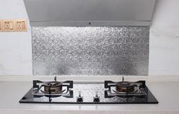 2019 tallas de la pared china 60 * 300 cm / rollo Engrosamiento de ambry adhesivo adhesivo papel de aluminio aceite de cocina estera de zapato impermeable zapato armario cajón