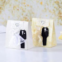 2019 papier de velours en gros Emballage de bonbons de mariage avec robe de cérémonie Fancy Party Faveur Chocolat Faveurs Sacs en papier Boîtes Fournitures de mariage créatives Fournitures pour boîtes de mariage