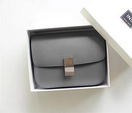 2018 primavera nueva humo gris mano patrón cuero BOX tofu bolso pequeño paquete cuadrado cuero hombro Messenger bolso femenino desde fabricantes