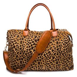 Fourrure Courte Leopard Duffle Bag Gros Blancs Felt Feeling Guépard Weekender Sac Polyester PU Nuit Sac DOM1061066 ? partir de fabricateur
