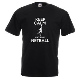 Vida deportiva casual online-Mantén la calma y juega a la camiseta impresa de Netball Sport Hobbie Life