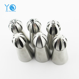 Wholesale crown cupcake - Wholesale- 1pcs Newest Icing Piping Tips Crown Nozzle Cupcake Decorating Tips 304 Stainless Steel Torch Nozzles Baking &Pastry Tools
