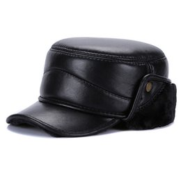 2018 nova marca homens genuíno real pele de carneiro bonés de beisebol de  couro masculino inverno real pele de carneiro chapéus de couro orelhas  proteger ... 61daeeb06ae