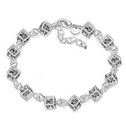 a2566cf53305 Venta directa de la joyería de moda plateada plata blanca cristalina pulsera  de la mano caliente accesorios al por mayor S135