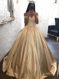 2018 Abiti da sera principessa oro Appliques off spalla Ball Prom Gowns Satin Quinceanera Dress Sweep Train Custom Made da