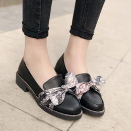 Бежевые сатиновые туфли онлайн-Опрятный прекрасный школьный стиль весна Атлас бантом скольжения на низких каблуках черный бежевый женская Повседневная обувь дамы мокасины