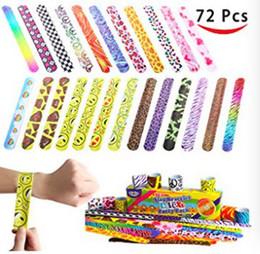 Spielzeug freuden online-Bunte Slap Print Armbänder Freude Spielzeug 72 Stücke Funy LittleToy Party Favors Slap Bands Kinder Kinderspielzeug AAA122