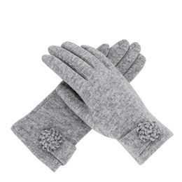 Сенсорные перчатки для женщин онлайн-2018 Winter Women Cashmere Gloves Warm Floral Wool Gloves Touchscreen Mittens Elegant Ladies Outdoor Ski Driving Guantes