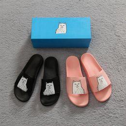Hombres zapatillas de playa casual marcas online-Brand New Ripndip Slippers Hombre y mujeres amantes Casual dedo medio Gatos Zapatillas Sandalias de playa Zapatillas al aire libre Hip-Hop Sandalias de la calle