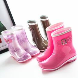 36635828c15 Hot qualidade Superior Marca de Moda Mulheres Mid-calf Botas de Chuva Salto  Baixo Botas De Chuva À Prova D  Água Rainha De Calçados de Água Welly Boot