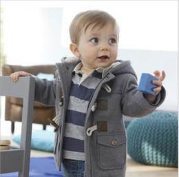 Meninos botão top on-line-Crianças Casacos de Inverno 2 Cores Chifre Botão Casaco Meninos Casaco Com Capuz Grosso Outerwear Quente Casual Tops Crianças Designer de Roupas Sólidas YL860