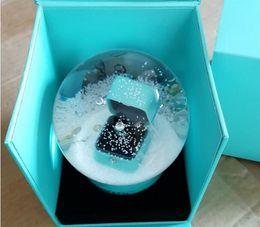 Globo de boxeo online-¡NUEVO regalo VIP! Golden Snow Globe con anillo de caja dentro de 2018 Snow Crystal Ball para cumpleaños de novedad de Navidad