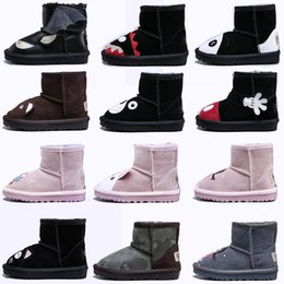 2019 appliques animali Original WGG Child Boots Shoes Animal Designer Scarponi da sci Scarpe Australian Classic Woolen For Boy Girl Pelle Warm Little Feet appliques animali economici