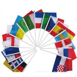 Direkleri Ile el Bayrakları 2018 Dünya Kupası 32 Ülke Küçük El Ulusal Takım Bayrakları Ile 14 * 21 CM nereden