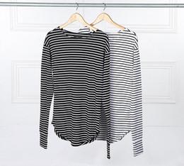 kpop camisetas Rebajas 2018 Hot Streetwear Hip Hop camisetas Kpop Hipster urban rayas curva dobladillo Tee Ropa para hombres camisetas de manga extra larga