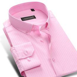 5e0a11efa8 Manga Longa dos homens Rosa Pin-Stripe Camisa de Vestido Slim-Fit Comfy  Macio 100% Algodão Botão-down Camisas Casuais camisa social masculina