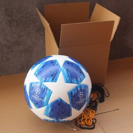 2019 bolas de futebol Nova 2018 2019 Liga dos Campeões da bola de futebol PU bola de futebol Azul de Alta Qualidade Sem Costura Colar Pele Rússia copa do mundo bolas de futebol bolas de futebol barato