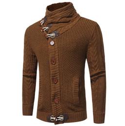 Cardigan trenzado grueso online-2018 Europa y América hombre caliente cuerno hebilla gruesa lana trenzado cuello alto manga larga grueso cardigan suéter