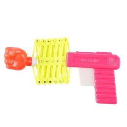 Crianças primavera brinquedos on-line-Frete grátis Crianças punho arma Brinquedo criativo mola de plástico Pequena arma Tricky interessante pequeno brinquedo bonito presente