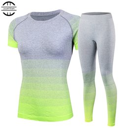 Top yoga hose marken online-Brand new frauen trainingsanzüge yoga sets atmungsaktiv sport anzug fitness gym laufen set yoga hemd top hosen grün für mädchen