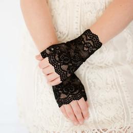 2019 guantes de encaje blanco dedos largos Mujeres sin dedos guantes de encaje sexy sin dedos invierno blanco negro damas medio dedo mallas guantes mallas de malla climatizada Femme guantes de encaje blanco dedos largos baratos