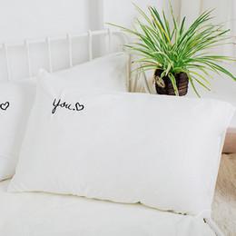 Canada Taie d'oreiller en coton blanc brodé lettre décoratifs taies d'oreiller pour chambre à coucher oreillers couvre-cadeaux Simple Sweet Home maman cadeaux cheap embroidered white pillow cases Offre