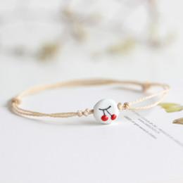 Seil armband muster online-2 Teile / los Neue Kreative Nette Kirsche Muster Keramik Armband Handgestrickte Seil Kette Charme Armreif Frauen Schmuck