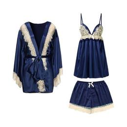 fab529cce Pijamas de seda de primavera y verano de las mujeres Sexy Lace Sling Shorts  Traje Robes 3 piezas Conjuntos de pijama ropa de dormir femenina de alto  grado