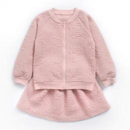 Осенние девушки розовые куртки онлайн-Девушки одежда устанавливает 2018 новая осень Роза цветочные куртки + юбки 2 шт. подросток девушки одежда розовый дети принцесса костюм